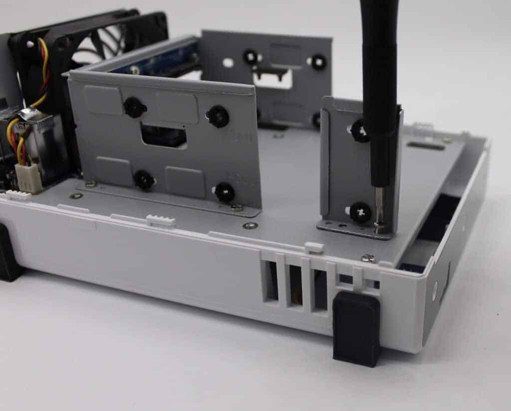 Festplattenhalterung einbauen