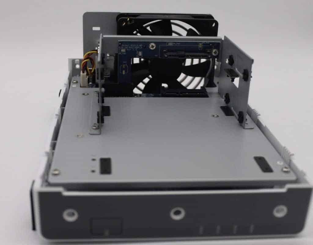 NAS Server Festplatten einbauen